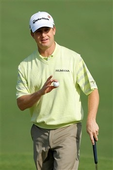 AUGUSTA, GA - APRIL 11:  David Toms waves to the gallery on the second green during the second round of the 2008 Masters Tournament at Augusta National Golf Club on April 11, 2008 in Augusta, Georgia.  (Photo by Harry How/Getty Images)