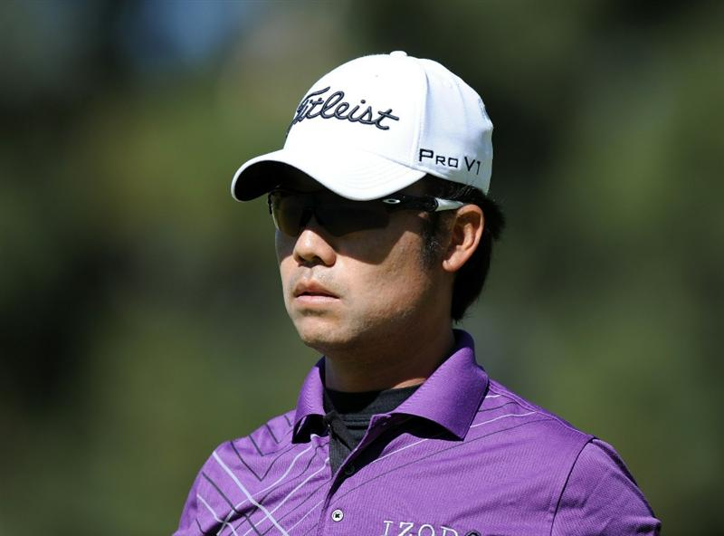 PACIFIC PALISADES, CA - FEBRUARY 20:  Kevin Na leaves the first green during the fourth round of the Northern Trust Open at the Riviera Country Club on February 20, 2011 in Pacific Palisades, California.  (Photo by Harry How/Getty Images)