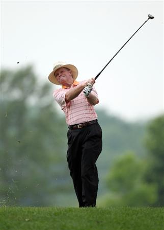 LOUISVILLE, KY - MAY 27:  Tom Kite hits his second shot on the par 5 10th hole during the second round of the Senior PGA Championship presented by KitchenAid at Valhalla Golf Club on May 27, 2011 in Louisville, Kentucky.  (Photo by Andy Lyons/Getty Images)