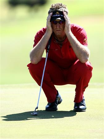 PERTH, AUSTRALIA - FEBRUARY 19:  Ian Poulter of England lines up his putt on the 13th hole during day one of the 2009 Johnnie Walker classic held at The Vines Resort and Country Club February 19, 2009 in Perth, Australia.  (Photo by Paul Kane/Getty Images)
