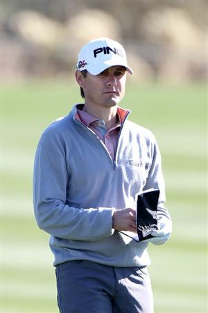 MARANA, AZ - FEBRUARY 23:  Heath Slocum looks at his yardage book on the second hole during the first round of the Accenture Match Play Championship at the Ritz-Carlton Golf Club on February 23, 2011 in Marana, Arizona.  (Photo by Sam Greenwood/Getty Images)