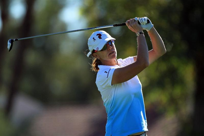 RANCHO MIRAGE, CA - MARCH 31: Helen Alfredsson of Sweden plays her tee shot at the par 4, 3rd hole during the first round of the 2011 Kraft Nabisco Championship on the Dinah Shore Championship Course at the Mission Hills Country Club on March 31, 2011 in Rancho Mirage, California.  (Photo by David Cannon/Getty Images)