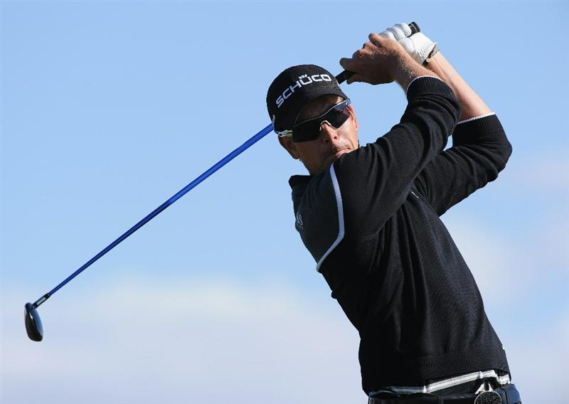 MARANA, AZ - FEBRUARY 23:  Henrik Stenson of Sweden plays his tee shot on the 11th hole during the first round of the World Golf Championships-Accenture Match Play Championship held at The Ritz-Carlton Golf Club, Dove Mountain on February 23, 2011 in Marana, Arizona.  (Photo by Stuart Franklin/Getty Images)