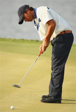 BANGKOK, THAILAND - JANUARY 10:  Pablo Larrazabal of Spain in action during the fourball match on Day two of The Royal Trophy at the Amata Spring Country Club on January 10, 2009 in Bangkok, Thailand.  (Photo by Ian Walton/Getty Images)