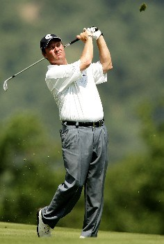 OAKMONT, PA - JUNE 13:  Joe Durant hits a shot during the final practice round prior to the start of 107th U.S. Open Championship at Oakmont Country Club on June 13, 2007 in Oakmont, Pennsylvania.  (Photo by Sam Greenwood/Getty Images)