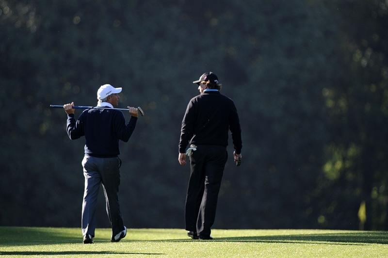 AUGUSTA, GA - APRIL 06:  Phil Mickelson (R) walks alongside Fred Couples during a practice round prior to the 2011 Masters Tournament at Augusta National Golf Club on April 6, 2011 in Augusta, Georgia.  (Photo by Harry How/Getty Images)