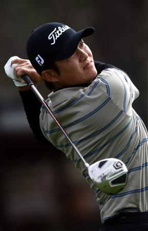 LA JOLLA, CA - FEBRUARY 06:  Ryuji Imada tees off the 1st hole during the 2nd Round of the Buick Invitational at the Torrey Pines North Course on February 6, 2009 in La Jolla, California. (Photo by Donald Miralle/Getty Images)