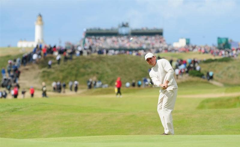 TURNBERRY, SCOTLAND - JULY 19:  Justin Leonard of USA chips to a green during the final round of the 138th Open Championship on the Ailsa Course, Turnberry Golf Club on July 19, 2009 in Turnberry, Scotland.  (Photo by Stuart Franklin/Getty Images)