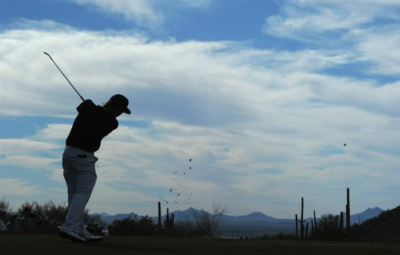 MARANA, AZ - FEBRUARY 25:  Hunter Mahan plays his tee shot on the 16th hole during the third round of the Accenture Match Play Championship at the Ritz-Carlton Golf Club on February 25, 2011 in Marana, Arizona.  (Photo by Stuart Franklin/Getty Images)