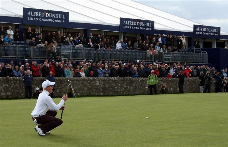 ST ANDREWS, SCOTLAND - OCTOBER 05:  Simon Dyson of England reacts after just missing a putt on the 17th green during thr final round of  The Alfred Dunhill Links Championship at The Old Course on October 5, 2009 in St.Andrews, Scotland.  (Photo by David Cannon/Getty Images)