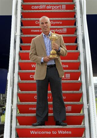 CARDIFF, WALES - SEPTEMBER 27:  In this handout image provided by Ryder Cup Europe, USA team captain Corey Pavin holding the Ryder Cup trophy arrives with the USA team at Cardiff Airport prior to the start of the 2010 Ryder Cup on September 27, 2010 in Cardiff, Wales.  (Photo by Ryder Cup Europe via Getty Images)