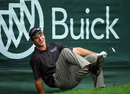 LA JOLLA, CA - JANUARY 26:  Kevin Streelman reacts to a missed birdie putt on the 18th hole during the third round of the Buick Invitational on January 26, 2008 at the Torrey Pines Golf Course in  La Jolla, California.   (Photo by Donald Miralle/Getty Images)