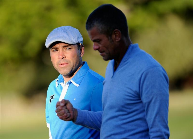 PEBBLE BEACH, CA - FEBRUARY 10: Boxer Oscar De la Hoya and  Jesper Parnevik of Sweden discuss during the first round of the AT&T Pebble Beach National Pro-Am at Monterey Peninsula Country Club on February 10, 2011  in Pebble Beach, California.  (Photo by Stuart Franklin/Getty Images)