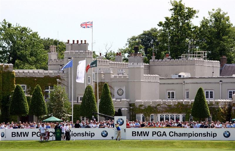 WENTWORTH, ENGLAND - MAY 23:  Gonzalo Fernandez Castano of Spain tee's off on the 1st hole during the Third Round of the BMW PGA Championship at Wentworth on May 23, 2009 in Virginia Water, England.  (Photo by Ross Kinnaird/Getty Images)