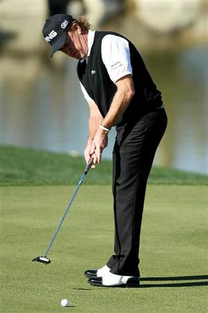 MARANA, AZ - FEBRUARY 23:  Miguel Angel Jimenez of Spain puts on the third hole during the first round of the Accenture Match Play Championship at the Ritz-Carlton Golf Club on February 23, 2011 in Marana, Arizona.  (Photo by Andy Lyons/Getty Images)
