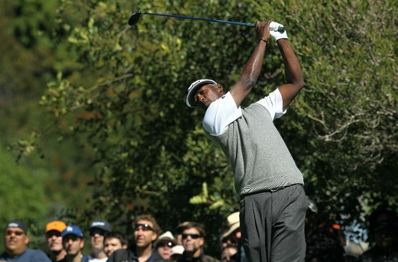 PACIFIC PALISADES, CA - FEBRUARY 20:  Vijay Singh of the Figi Islands hits his tee shot on the fourth hole during the final round of the Northern Trust Open at Riviera Country Club on February 20, 2011 in Pacific Palisades, California. (Photo by Stephen Dunn/Getty Images)