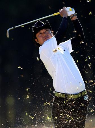 GOTENBA, JAPAN - NOVEMBER 14: Shingo Katayama of Japan watches his tee shot on the 15th hole during the second round of Mitsui Sumitomo Visa Taiheiyo Masters at Taiheiyo Club on November 14, 2008 in Gotenba, Shizuoka, Japan.  (Photo by Koichi Kamoshida/Getty Images)