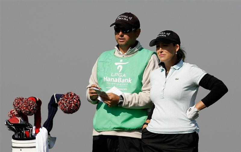 INCHEON, SOUTH KOREA - OCTOBER 29:  Cristie Kerr (R) of United States on the 13th green during the 2010 LPGA Hana Bank Championship at Sky 72 golf club on October 29, 2010 in Incheon, South Korea.  (Photo by Chung Sung-Jun/Getty Images)