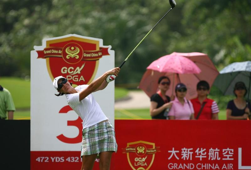 HAIKOU, CHINA - OCTOBER 26: (CHINA OUT) Laura Diaz of the US hits her first shot on the 3rd hole during day three of the Grand China Air LPGA 2008 on October 26, 2008 in Haikou of Hainan Province, China. (Photo by China Photos/Getty Images)