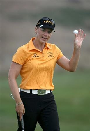 HALF MOON BAY, CA - OCTOBER 02:  Annika Sorenstam waves to the crowd after making birdie on the 16th hole during the first round of the Samsung World Championship at the Half Moon Bay Golf Links Ocean Course on October 2, 2008 in Half Moon Bay, California.  (Photo by Jonathan Ferrey/Getty Images)
