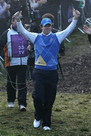 NEWPORT, WALES - OCTOBER 04:  Rory McIlroy of Europe waves to the gallery as he walks to the first tee in the singles matches during the 2010 Ryder Cup at the Celtic Manor Resort on October 4, 2010 in Newport, Wales.  (Photo by David Cannon/Getty Images)