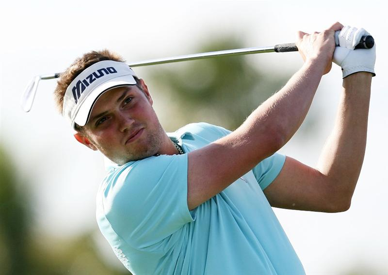 PALM BEACH GARDENS, FL - MARCH 06:  Jeff Overton hits his tee shot on the 17th hole during the second round of The Honda Classic at PGA National Resort and Spa on March 6, 2009 in Palm Beach Gardens, Florida.  (Photo by Doug Benc/Getty Images)
