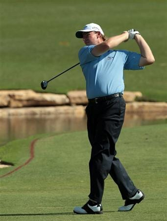 DUBAI, UNITED ARAB EMIRATES - NOVEMBER 26:  Ernie Els of South Africa plays his second shot to the par 5, 18th hole during the second round of the Dubai World Championship on the Earth Course at Jumeirah Golf Estates on November 26, 2010 in Dubai, United Arab Emirates.  (Photo by David Cannon/Getty Images)