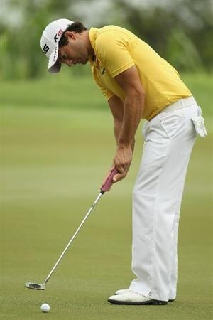 SINGAPORE - NOVEMBER 11:  Gareth Maybin of Northern Ireland in action during the First Round of the Barclays Singapore Open at Sentosa Golf Club on November 11, 2010 in Singapore, Singapore.  (Photo by Ian Walton/Getty Images)