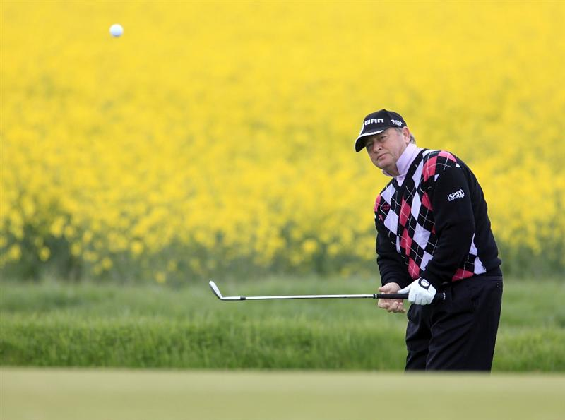 MELTON MOWBRAY, ENGLAND - MAY 12:  Ian Woosnam of Wales in action during the first round of the Handa Senior Masters presented by the Stapleford Forum played at Stapleford Park on May 12, 2010 in Melton Mowbray, England.  (Photo by Phil Inglis/Getty Images)