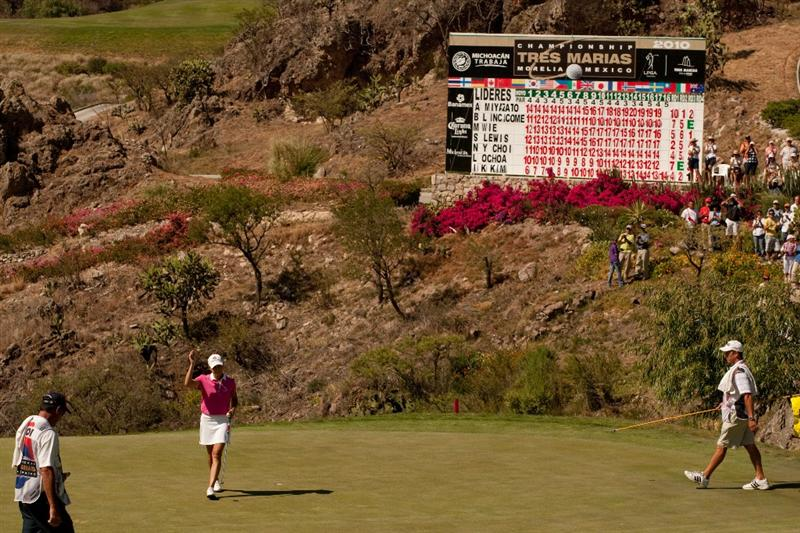 MORELIA, MEXICO - MAY 2: Lorena Ochoa of Mexico waves to the crowd on the 18th green during the fourth round of the Tres Marias Championship at the Tres Marias Country Club on May 2, 2010 in Morelia, Mexico. (Photo by Darren Carroll/Getty Images)