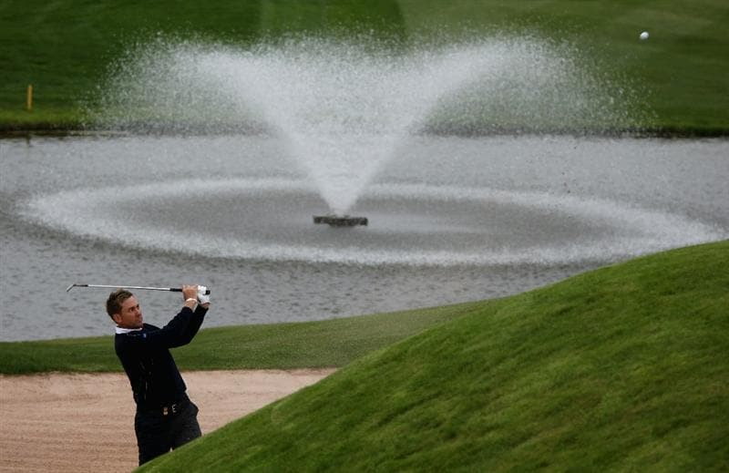NEWPORT, WALES - SEPTEMBER 27:  Ian Poulter of Europe on the par five 18th hole during a practice session prior to the 2010 Ryder Cup at the Celtic Manor Resort on September 27, 2010 in Newport, Wales.  (Photo by Ross Kinnaird/Getty Images)