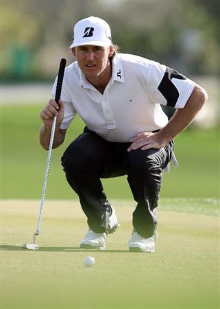 PALM BEACH GARDENS, FL - MARCH 07:  Will MacKenzie lines up a putt on the ninth hole during the third round of The Honda Classic at PGA National Resort and Spa on March 7, 2009 in Palm Beach Gardens, Florida.  (Photo by Doug Benc/Getty Images)