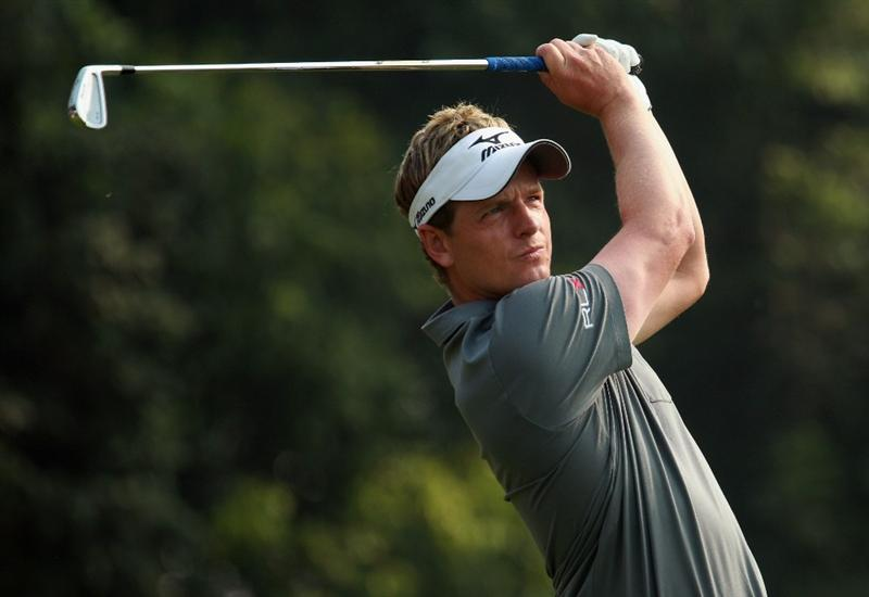 SHANGHAI, CHINA - NOVEMBER 07:  Luke Donald of England watches his tee shot on the fourth hole during the final round of the WGC-HSBC Champions at the Sheshan Golf Club on November 7, 2010 in Shanghai, China.  (Photo by Scott Halleran/Getty Images)