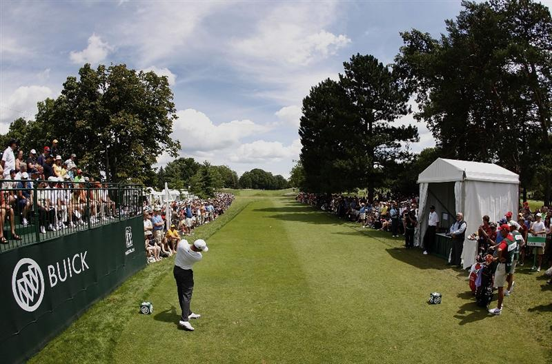 GRAND BLANC, MI - AUGUST 01: Tiger Woods hits his tee shot on the first hole during the third round of the Buick Open at Warwick Hills Golf and Country Club on August 1, 2009 in Grand Blanc, Michigan.  (Photo by Gregory Shamus/Getty Images)