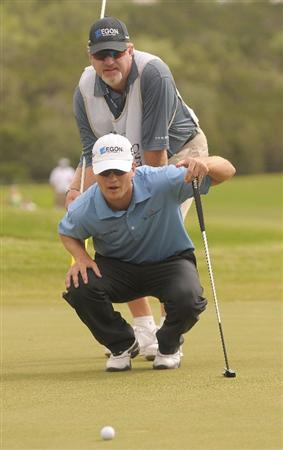 SAN ANTONIO TX. - MAY 17: Zach Johnson lines up a putt for birdie on the 1st playoff hole during the fourth and final  round of  the Valero Texas Open held at La Cantera Golf Club on May 17, 2009 in San Antonio, Texas (Photo by Marc Feldman/Getty Images)