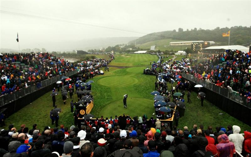 NEWPORT, WALES - OCTOBER 01:  Stewart Cink of the USA hits his tee shot on the 1st hole during the Morning Fourball Matches during the 2010 Ryder Cup at the Celtic Manor Resort on October 1, 2010 in Newport, Wales.  (Photo by Sam Greenwood/Getty Images)