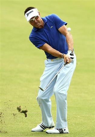 MELBOURNE, AUSTRALIA - NOVEMBER 12:  Robert Allenby of Australia plays a shot during round 2 of the Australian Masters at The Victoria Golf Club on November 12, 2010 in Melbourne, Australia.  (Photo by Lucas Dawson/Getty Images)