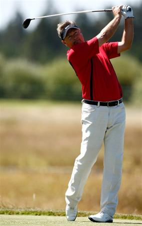 SUNRIVER, OR - AUGUST 23:  John Cook tees off on the 8th hole during the final round of the Jeld-Wen Tradition on August 23, 2009 at  the Crosswater Club at Sunriver Resort in Sunriver, Oregon.  (Photo by Jonathan Ferrey/Getty Images)