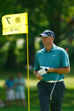 CHASKA, MN - AUGUST 12:  Stewart Cink walks off a green during the third preview day of the 91st PGA Championship at Hazeltine National Golf Club on August 12, 2009 in Chaska, Minnesota.  (Photo by Scott Halleran/Getty Images)