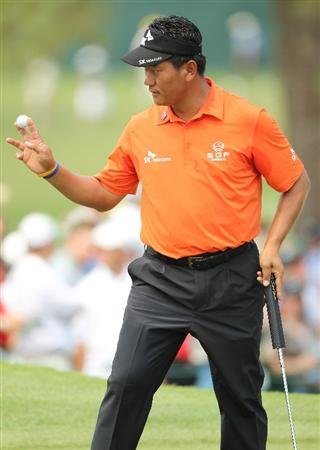 AUGUSTA, GA - APRIL 08:  K.J. Choi of South Korea waves to the crowd on the seventh hole during the second round of the 2011 Masters Tournament at Augusta National Golf Club on April 8, 2011 in Augusta, Georgia.  (Photo by Jamie Squire/Getty Images)