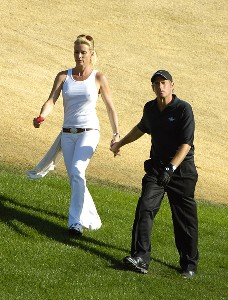 Singer Michael Bolton walks with his guest Nicolette Sheridan toward the green during the Bob Hope Classic in Palm Springs, California, Jan. 21, 2006.Photo by Marc Feldman/WireImage.com