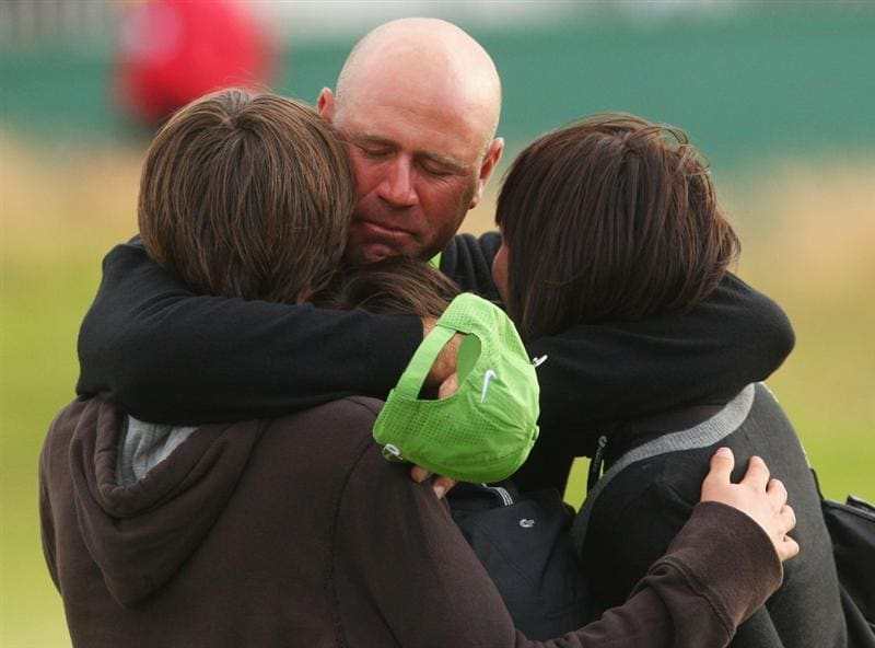 TURNBERRY, SCOTLAND - JULY 19:  Stewart Cink of USA celebrates defeating Tom Watson of USA in a play off on the 18th green with wife Lisa and sons Connor and Reagan following the final round of the 138th Open Championship on the Ailsa Course, Turnberry Golf Club on July 19, 2009 in Turnberry, Scotland.  (Photo by Andrew Redington/Getty Images)