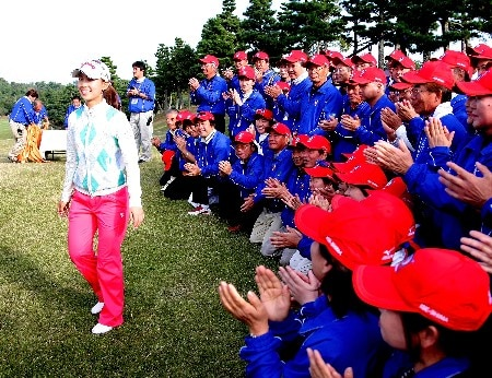 SHIMA, JAPAN - NOVEMBER 04:  Momoko Ueda of Japan celebrates after winning the LPGA Mizuno Classic, at Kintetsu Kashikojima Country Club, on October 4, 2007, in Mie Prefecture, Japan. Mizuno Classic is the only LPGA Tour tournament taken place in Japan.  (Photo by Koichi Kamoshida/Getty Images)