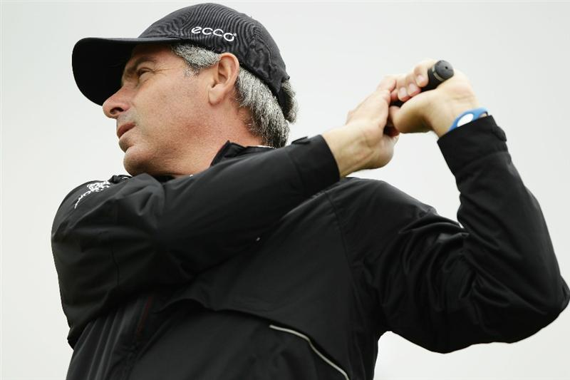 SYDNEY, AUSTRALIA - NOVEMBER 30:  Fred Couples of the United States practices his swing ahead of the Australian Open at The Lakes Golf Club on November 30, 2010 in Sydney, Australia.  (Photo by Brendon Thorne/Getty Images)