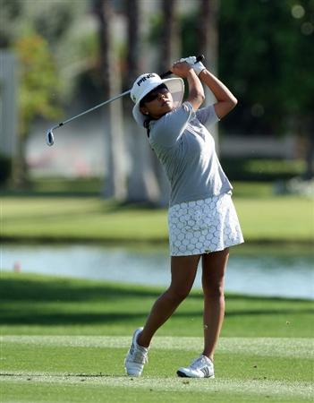 RANCHO MIRAGE, CA - APRIL 02:  Jane Park of the USA hits her third shot at the 18th hole during the first round of the 2009 Kraft Nabisco Championship, at the Mission Hills Country Club on April 2, 2009 in Rancho Mirage, California  (Photo by David Cannon/Getty Images)