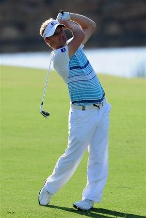 VILAMOURA, PORTUGAL - OCTOBER 16:  Soren Kjeldsen of Denmark plays his approach shot on the 18th hole during the second round of the Portugal Masters at the Oceanico Victoria Golf Course on October 16, 2009 in Vilamoura, Portugal.  (Photo by Stuart Franklin/Getty Images)
