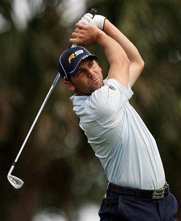 PALM BEACH GARDENS, FL - MARCH 07:  Sergio Garcia hits hit tee shot on the seventh hole during the third round of The Honda Classic at PGA National Resort and Spa on March 7, 2009 in Palm Beach Gardens, Florida.  (Photo by Doug Benc/Getty Images)