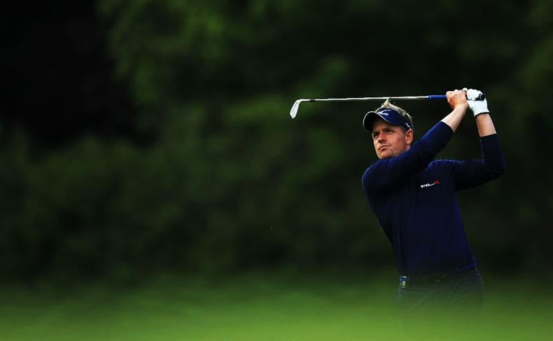 VIRGINIA WATER, ENGLAND - MAY 27:  Luke Donald of England hits his 2nd shot on the 18th hole during the second round of the BMW PGA Championship at the Wentworth Club on May 27, 2011 in Virginia Water, England.  (Photo by David Cannon/Getty Images)