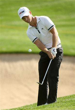 LA QUINTA, CA - JANUARY 22:  Richard Johnson of Sweden chips onto the green on the first hole on the Palmer Private Course at PGA West duing the second round of the Bob Hope Chrysler Classic on January 22, 2009 in La Quinta, California.  (Photo by Stephen Dunn/Getty Images)