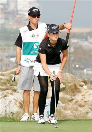 INCHEON, SOUTH KOREA - OCTOBER 30:  Paula Creamer of United States on the 6th hole during round one of Hana Bank Kolon Championship at Sky 72 Golf Club on October 30, 2009 in Incheon, South Korea.  (Photo by Chung Sung-Jun/Getty Images)